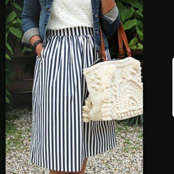 b8b0a9f05 Zara Woman Striped Midi Skirt. M_5b08d6a8fcdc31eeb18a88ed
